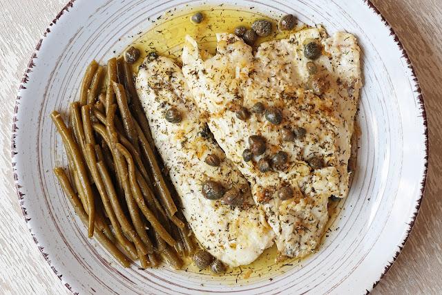 Συνταγή για Φιλέτο Ψαριού με Σάλτσα Λεμονιού και Κάπαρη