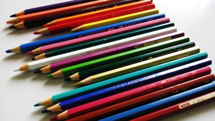 Pensil Warna Yang Mana