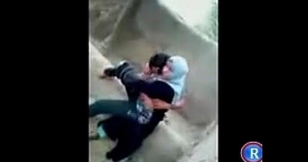 ولد مراهق مسك بنت قحبه فشخها نيك في قلب الشارع والبنت تعبانه خالص
