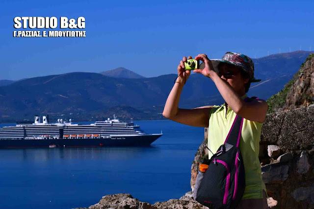 """Το τεράστιο κρουαζιερόπλοιο """"Westerdam"""" για τελευταία φορά φέτος στο Ναύπλιο (βίντεο)"""