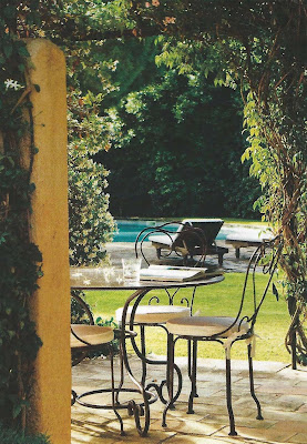 bistro table, view of the pool, via Ville Giardini, Sept 09 edited by lb for linenandlavender.net:  http://www.linenandlavender.net/2012/09/inspiration-file-outdoor-living.html