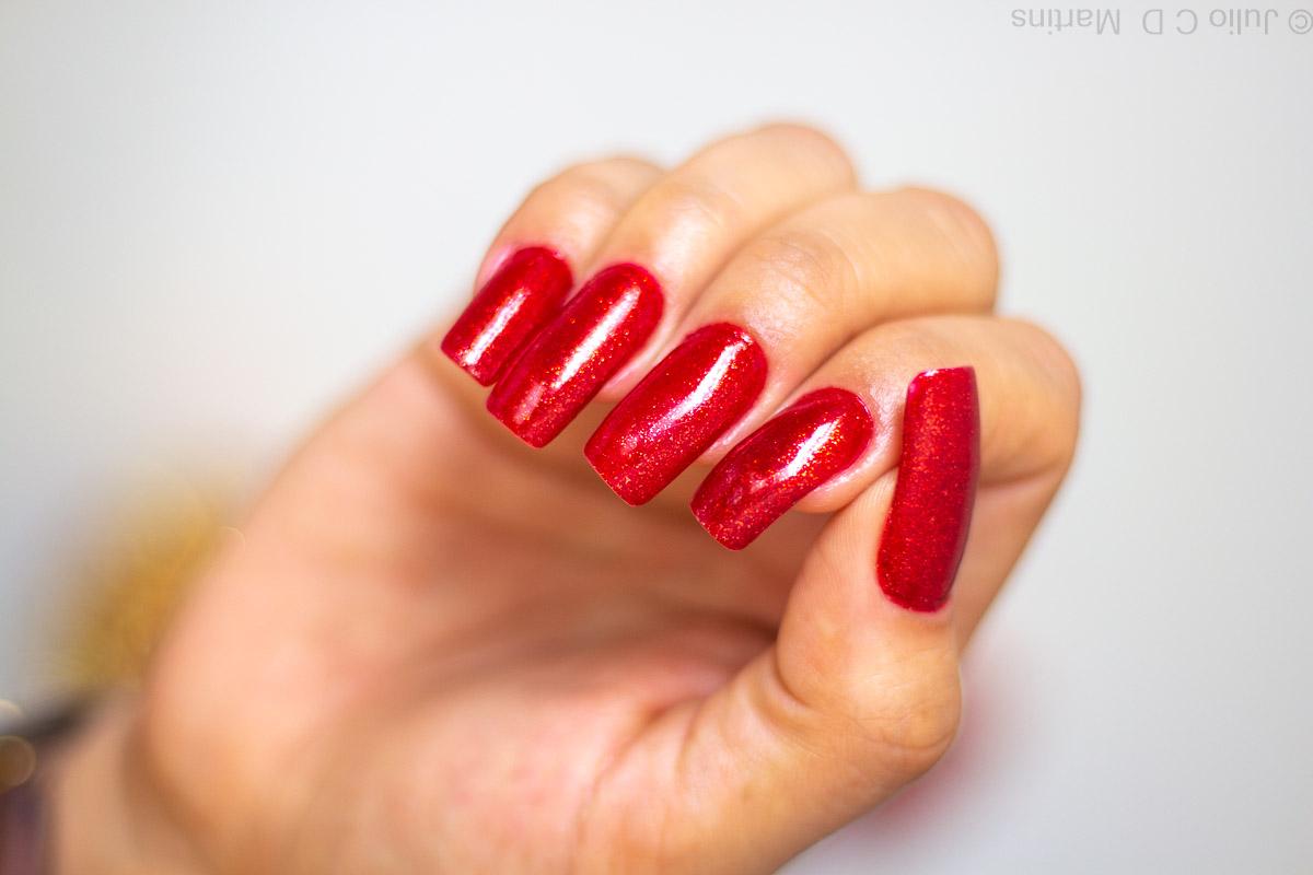 Unhas vermelhas com glitter para o Natal