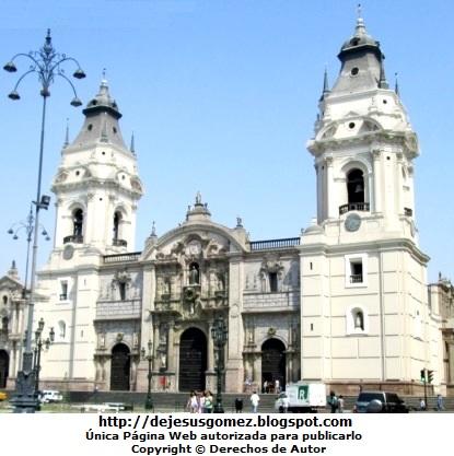 Foto de la Catedral de Lima (Iglesia Mayor del Perú). Foto de la Catedral tomada de día por Jesus Gómez