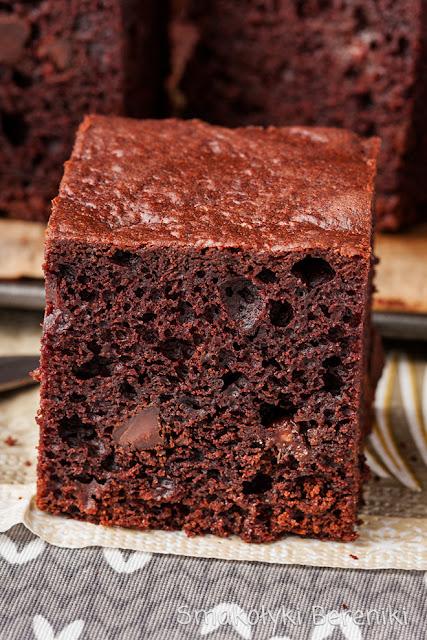 Ciasto z kawałkami czekolady