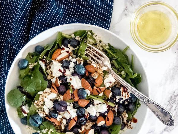 Blaubeer-Salat mit Mandeln und Couscous
