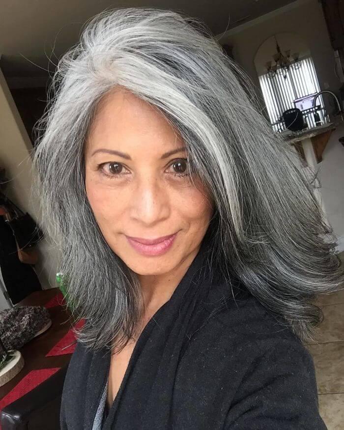 50 Women Who Didn't Dye Their Gray Hair And Still Look Gorgeous