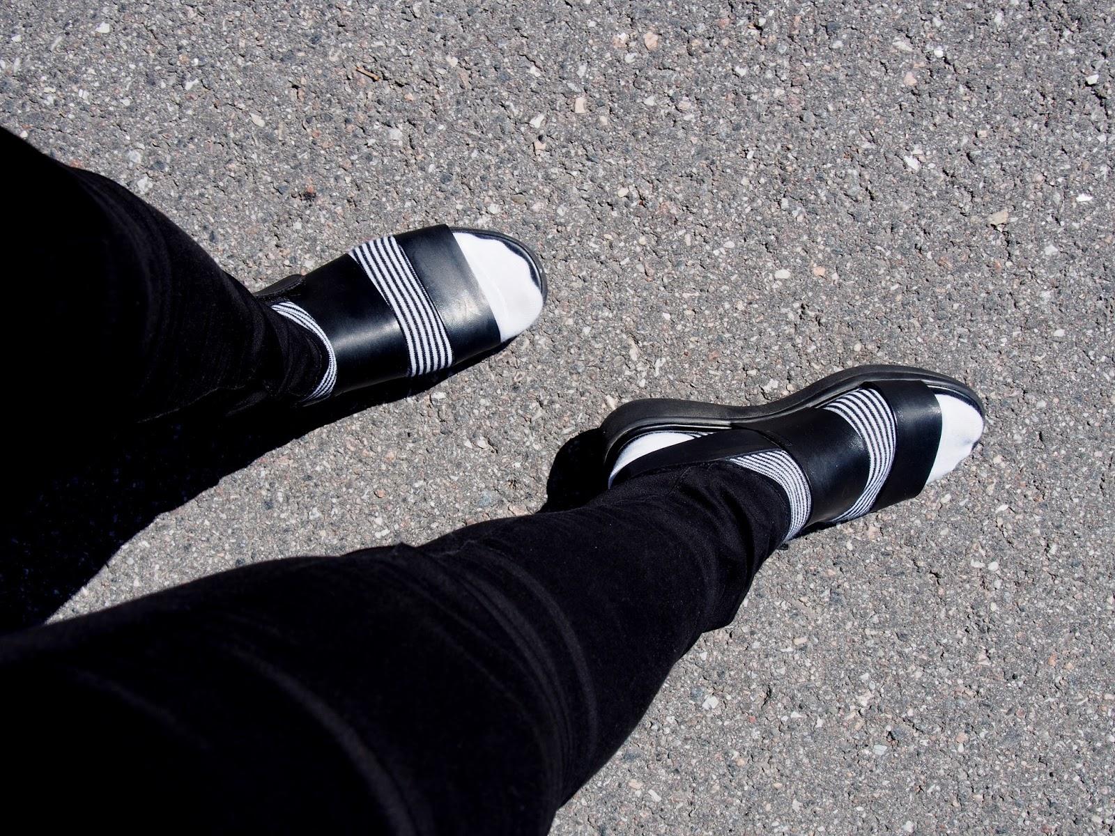vagabond sock sock sandals shoes sandal black style white classic stripe sripes trousers jeans