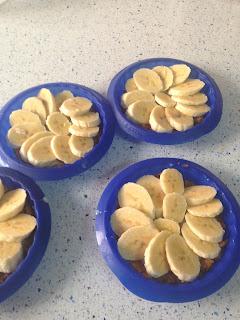 Colocar rodajas de plátano