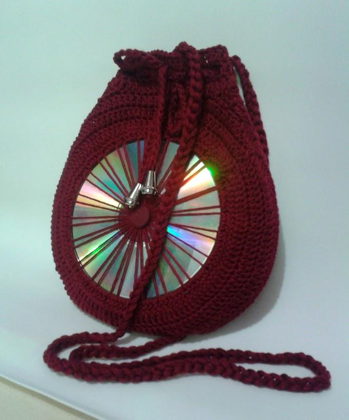 Como reaproveitar CDs usados: bolsa redonda de crochê