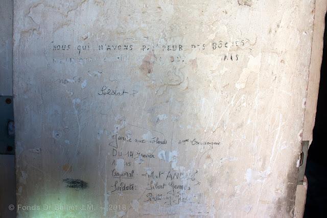 """Mont-Dauphin — """"Nous qui n'avons pas peur des boches pourquoi…"""" — """"Garde aux tolards. 4eme Compagnie du 14 janvier au 15 Caopral Mat André, Soldats Sibert Georges Rostaing J…"""""""