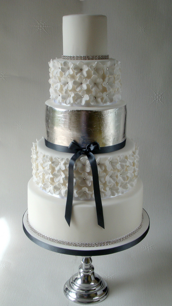 wedding cakes with silver silver leaf wedding cakes 26115
