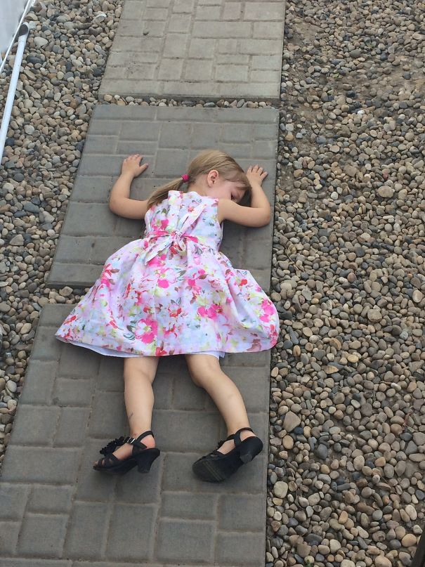 15+ Hilarious Pics That Prove Kids Can Sleep Anywhere - House Was Too Far.