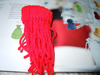 Easy to make a yarn hat ornament