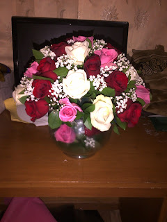 Rangkaian Bunga Mawar dan Pinus