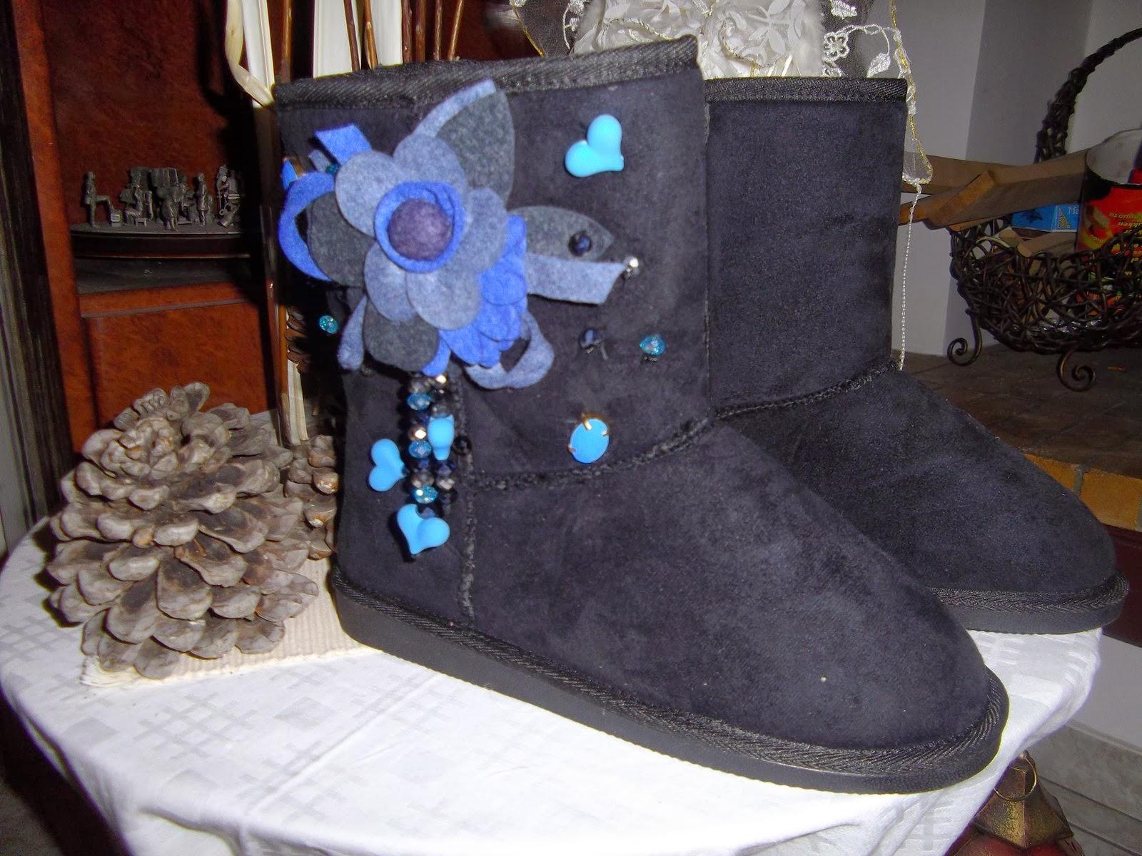 161f27f0c5d Γυναικείες μπότες τύπου Ugg, διακοσμημένες κατά παραγγελία. Διαθέσιμες και  σε άλλα χρώματα και φυσικά διακοσμημένες και με την διακόσμηση της επιλογής  σας. ...