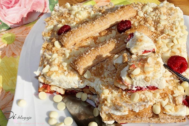 Całoroczne ciasto w 10 minut z kremem mascarpone, malinami i białą czekoladą