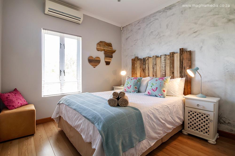 http://www.agape-studio.org/2018/03/modern-shabby-chic-apartment.html