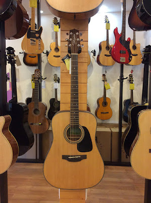 guitar acoustic Takamine D1D NS