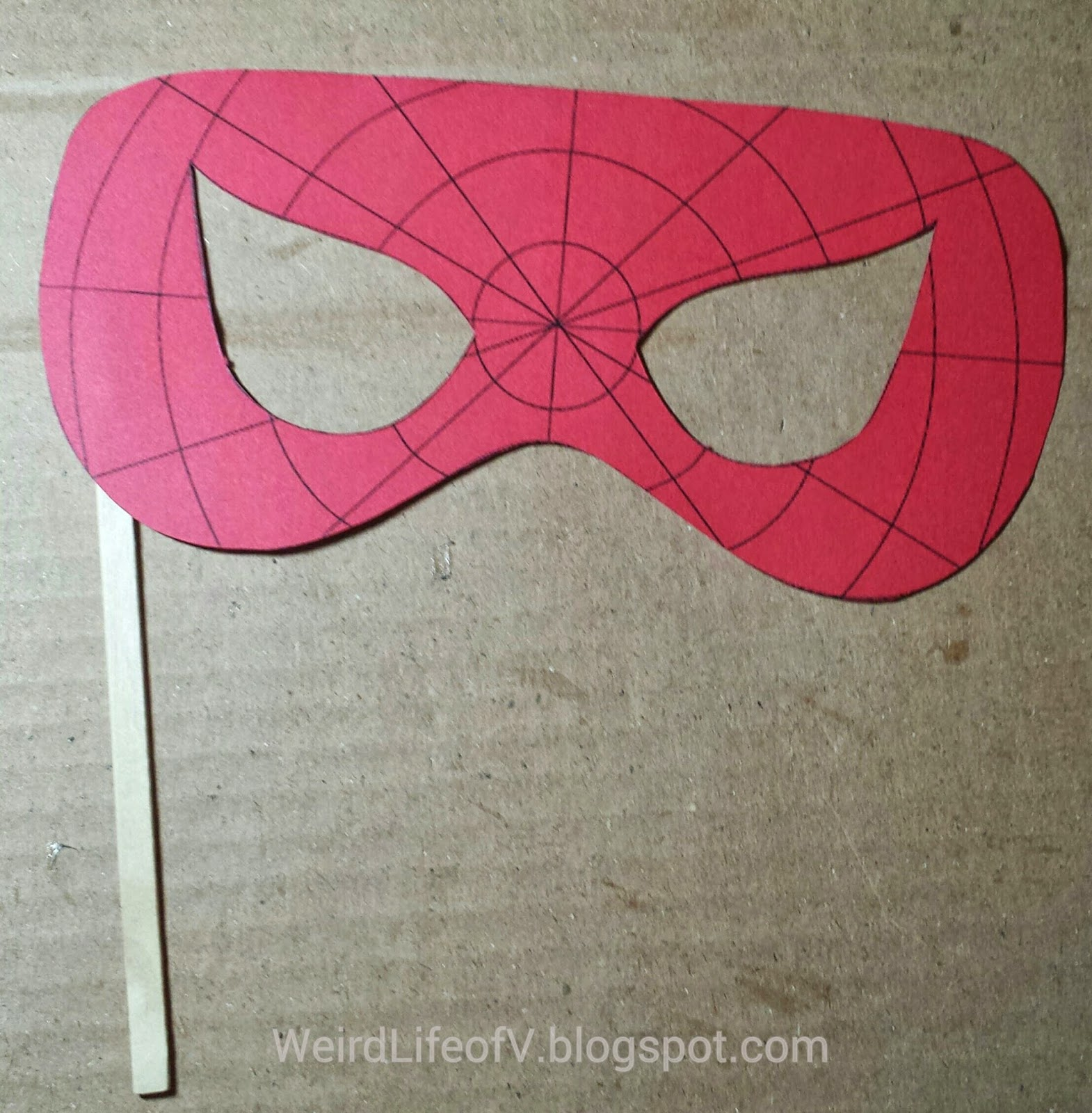 DIY: Spiderman paper masquerade style mask