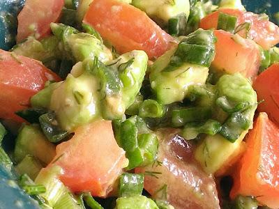 Sałatka z awokado na lunch lub kolację