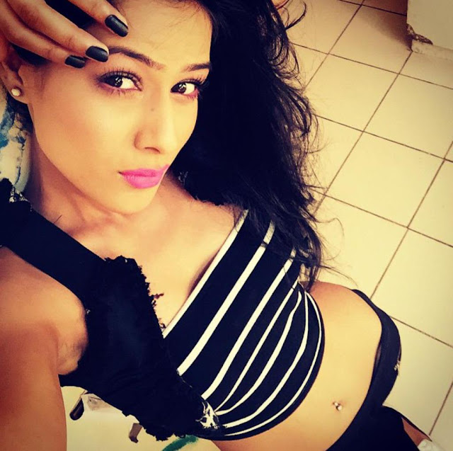 nia-sharma-hot-selfie