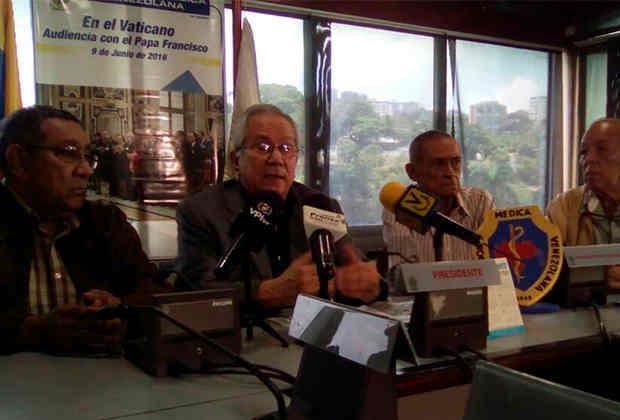 Douglas León Natera: Hospitales cuentan apenas con 2 % de insumos y equipos médicos