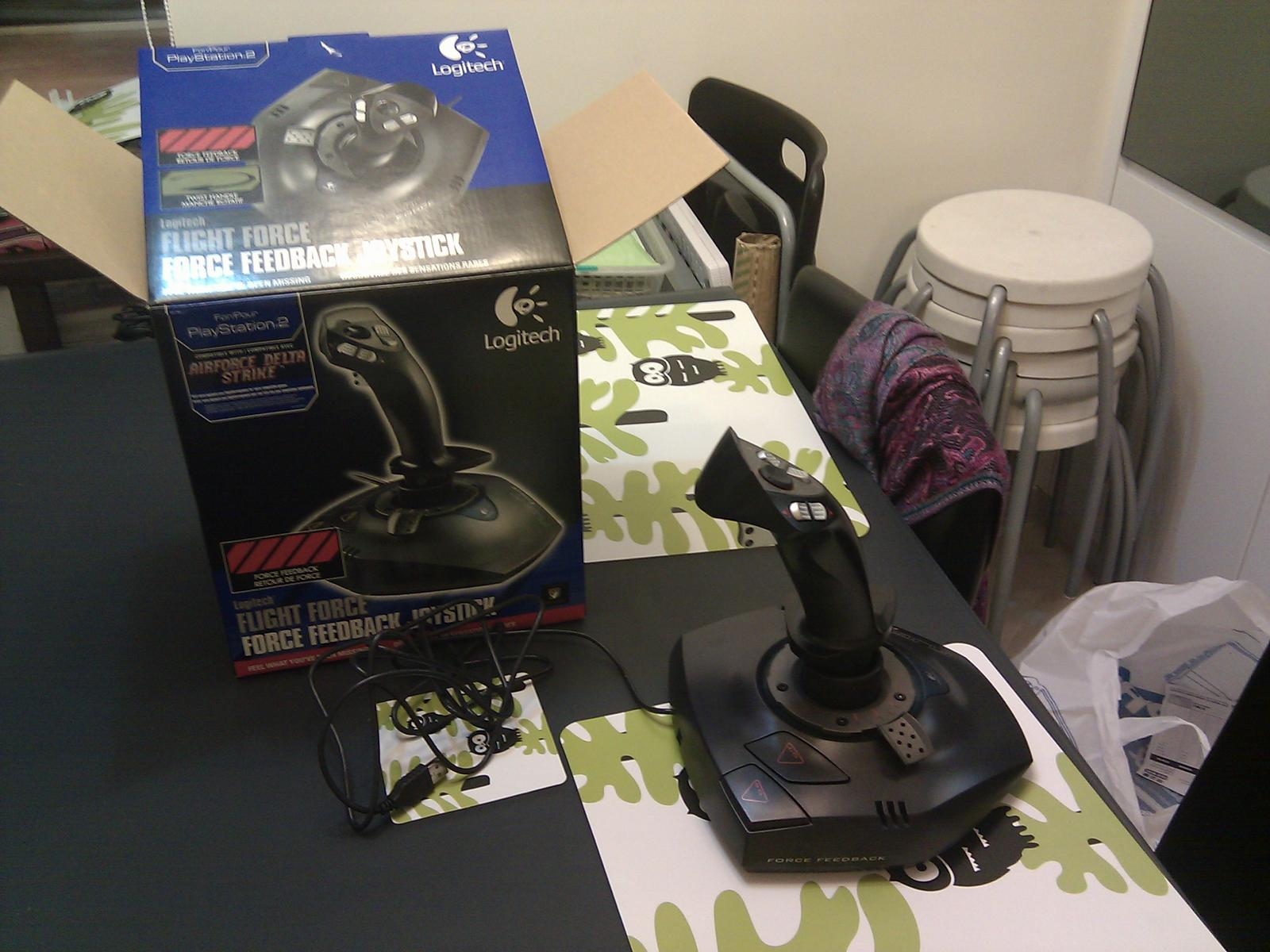 201021b95ff Here are some photo of the Logitech Flight Force Joystick for PS2, in  pieces of course: