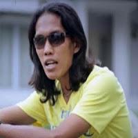 Lirik dan Terjemahan Lagu Thomas Arya - Batamu Mangko Rusuah