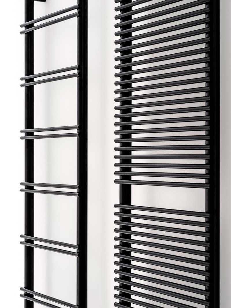 Antrax IT crea V8 e Pi&no due nuovi scaldasalviette in alluminio