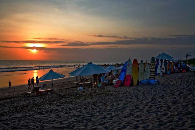 Pesona Pantai Petitenget