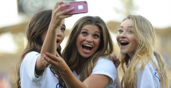 People Addicted To Selfies Are Officially Considered Mentally Ill
