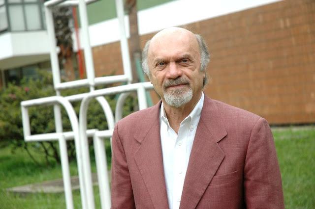 """O maestro Julio Medaglia, apresentador do programa """"Fim de Tarde"""", da Cultura FM (Foto: Adriana Elias / Divulgação / FPA)"""