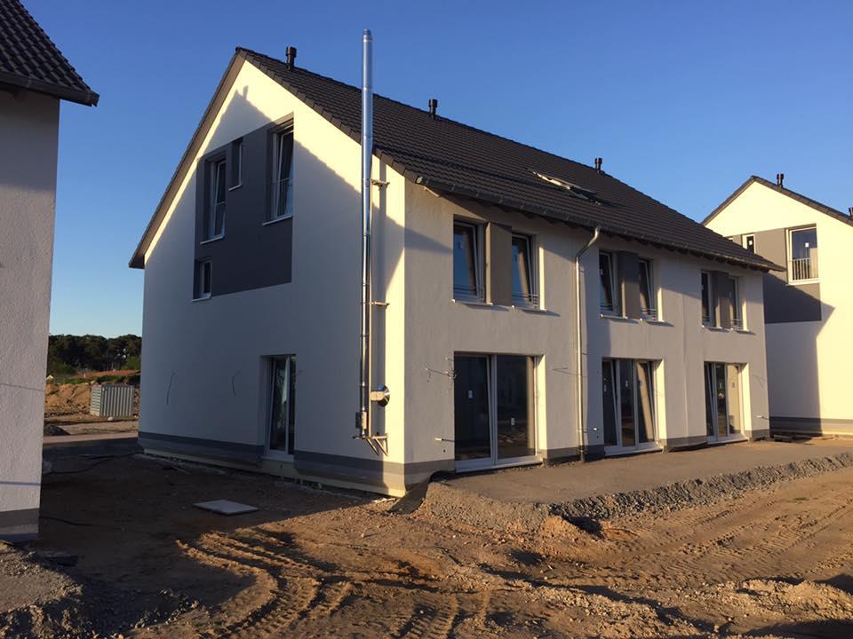 reihenhaus von werner wohnbau in bickenbach news au enrohr kamin fertiggestellt. Black Bedroom Furniture Sets. Home Design Ideas