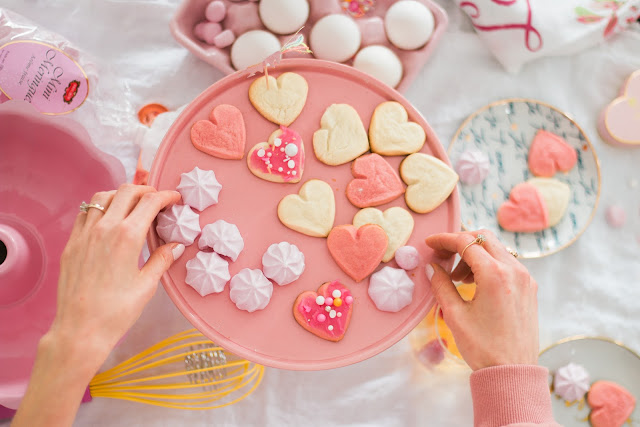 Baking Galentine's Day, pink cake tray, Love plates