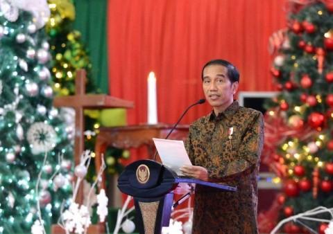 Presiden Joko Widodo memberikan ucapan selamat Natal sekaligus membuka kegiatan Perayaan Natal Nasional 2016 di Gedung Wale Ne Tou, Tondano, Minahasa. Foto: Setpres