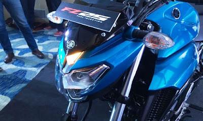 2017 Yamaha FZ25 blue color