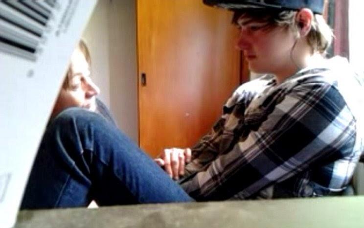 Joven graba momento en el que revela a su madre que es gay y ella lo sorprende