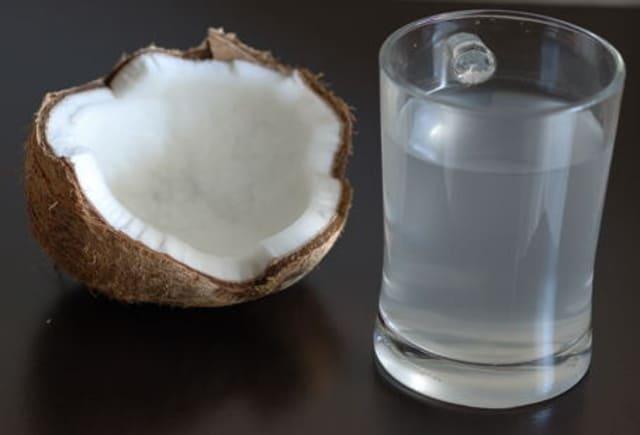 Dijamin tidak bakalan dehidrasi dengan sumber elektrolit alami dari air kelapa