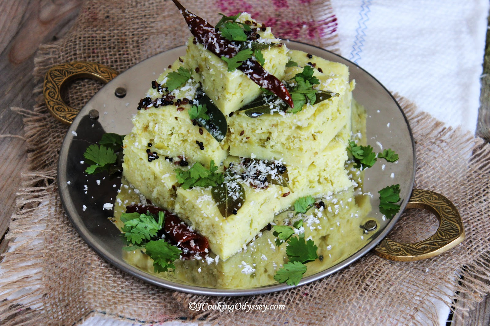 Jagrutis cooking odyssey sooji matar dhokla instant semolina and sooji matar dhokla instant semolina and green peas savoury steamed cake forumfinder Images