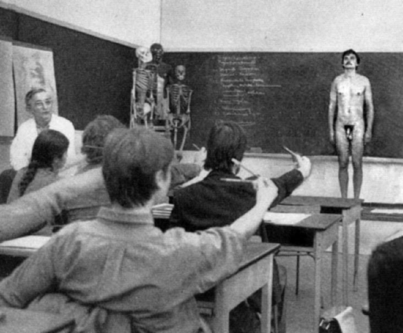 Hot art classes need nude models the best