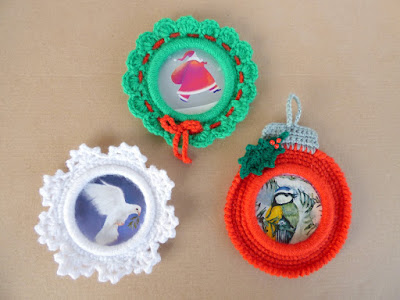 Crochet round christmas bauble snowflake and wreath photo frame with picture