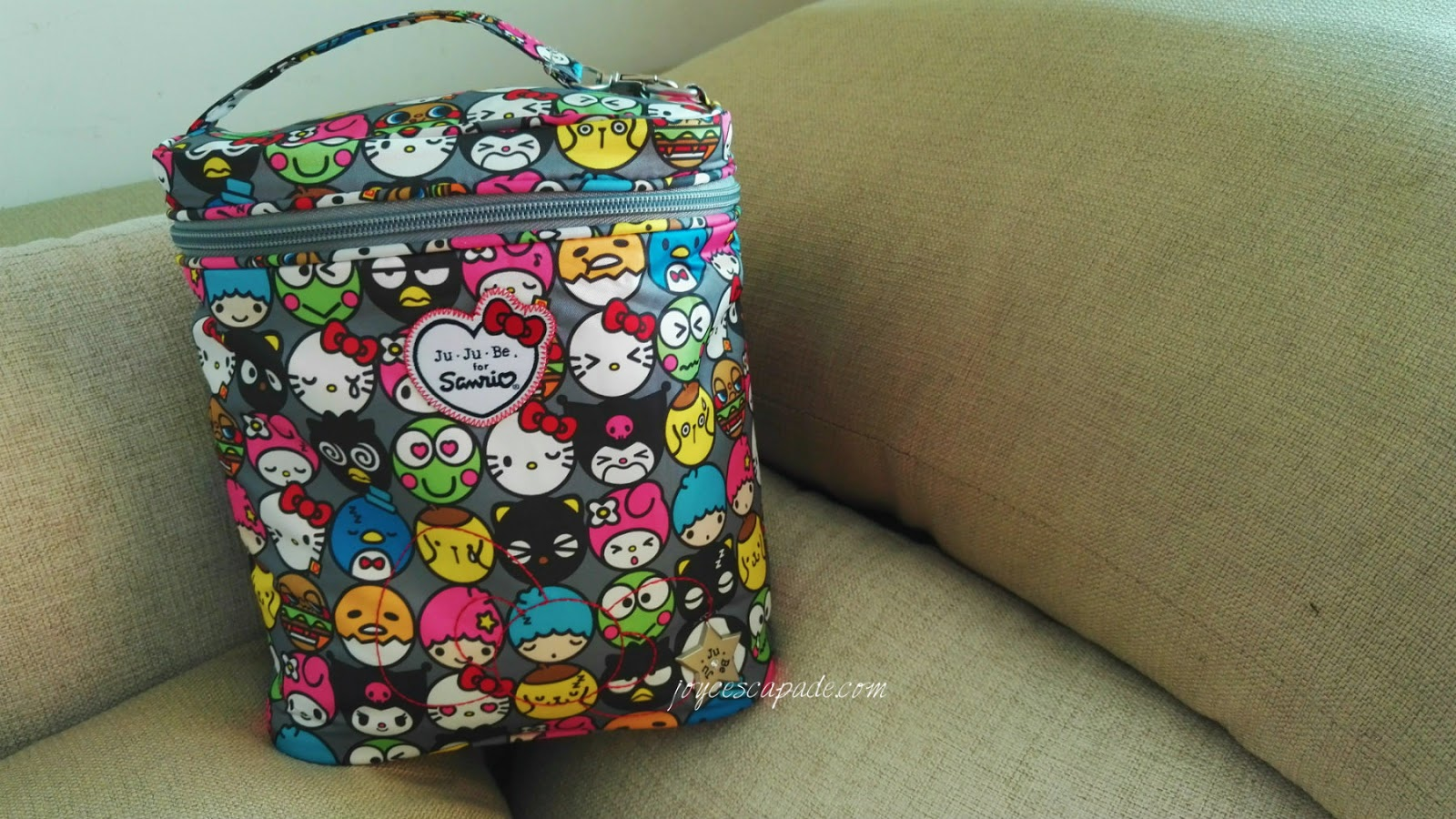 Packing Jujube Hello Friends Fuel Cell As Babys Lunch Bag Joy N Coin Purse Sometimes I Replace The Cloth Bibs With Super Toki Be Neat Bib Also Like To Bring Out Offsprings Travel Wet Wipes This Is How