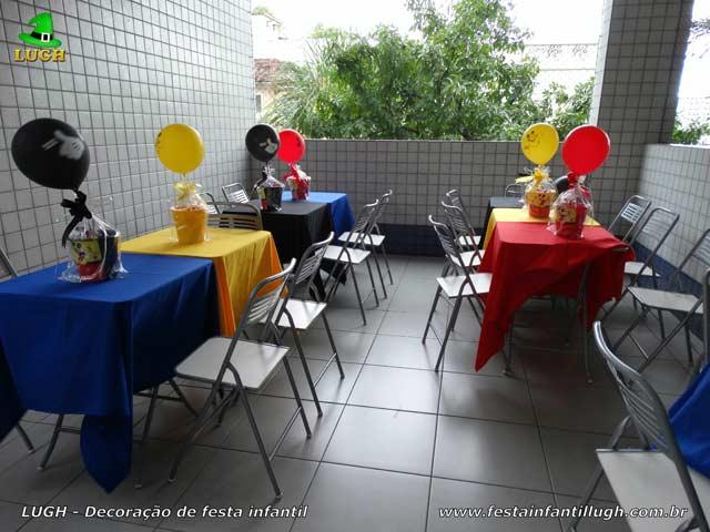 Toalhas coloridas para festa de aniversário infantil nas mesas dos convidados