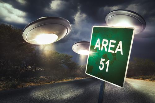 FATOS & CURIOSIDADES: O  que tem por trás da ÁREA 51? Descubra!