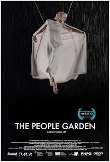 Pamela Anderson en el bosque de los suicidios en 'The people garden'
