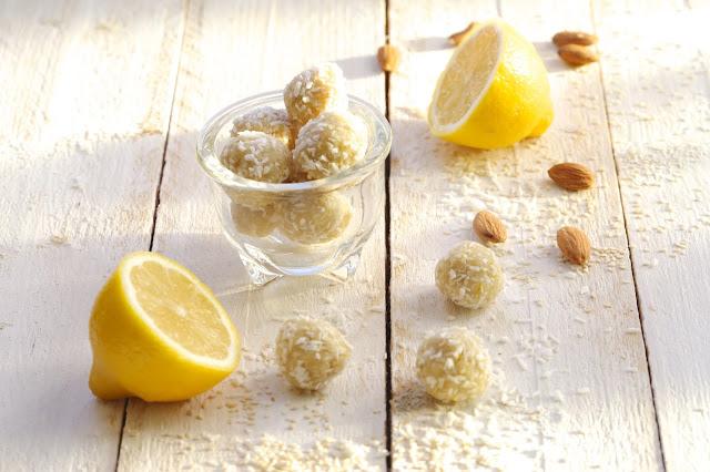 bouchées , healthy , citron , amandes , noix de coco , miel , donna Hay