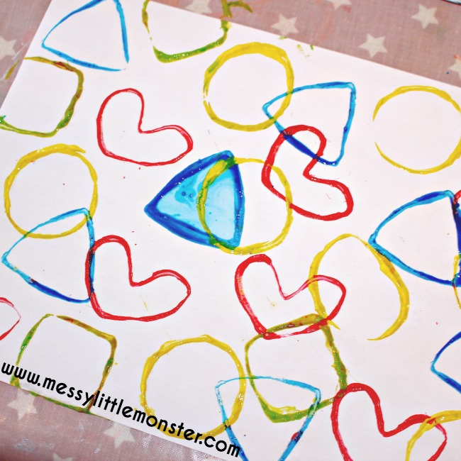 2D shape activity for toddlers and preschoolers. Learn shapes and colours using shape stamps made from toilet roll tubes. An easy DIY gift wrap idea for kids.