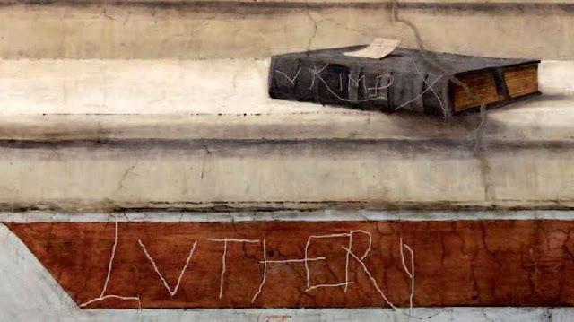 """Grafito dizendo """"Lutero"""", deixado por um Lansquenet sobre o famoso fresco Disputa sobre el Ssmo Sacramento de Rafael na Sala das Signaturas, Vaticano"""