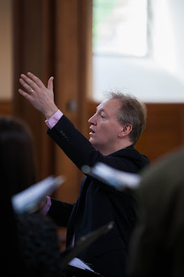 Nigel Short in rehearsal with Tenebrae at St Andrew Holborn (Photo Ben McKee)