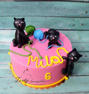 tort z kotkami dla dziewczynki